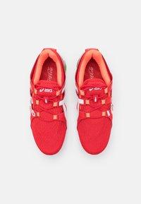 ASICS - GEL-QUANTUM 90 TYO UNISEX - Sports shoes - classic red/black - 3