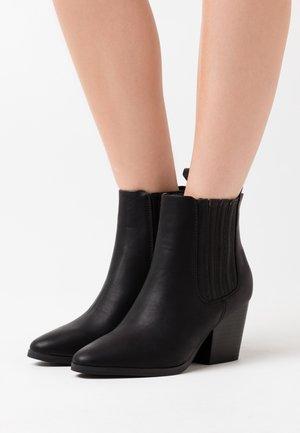 JOLENE GUSSET - Korte laarzen - black