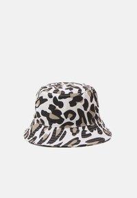 Fila - PRINTED BUCKET HAT LEO UNISEX - Hat - white/brown - 2