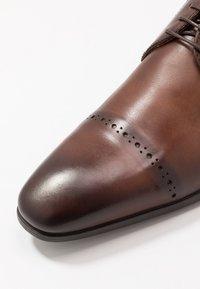 Giorgio 1958 - Elegantní šněrovací boty - terra - 5