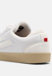 Genesis - G-HELÁ UNISEX - Sneakers basse - white - 4