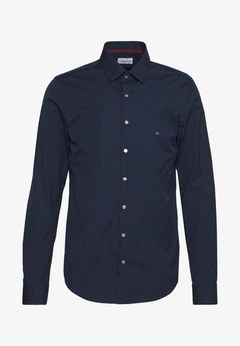 CONTRAST FLOWER PRINT SLIM - Kostymskjorta - blue