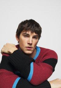 Paul Smith - GENTS CREW NECK - Jumper - dark red/black/blue - 3