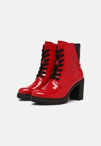 Marco Tozzi - Plateaustiefelette - red - 2