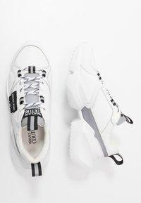 Versace Jeans Couture - Tenisky - bianco ottico - 1