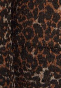 Steffen Schraut - HIGHGROVE LUXURY COAT - Classic coat - wild brown - 2
