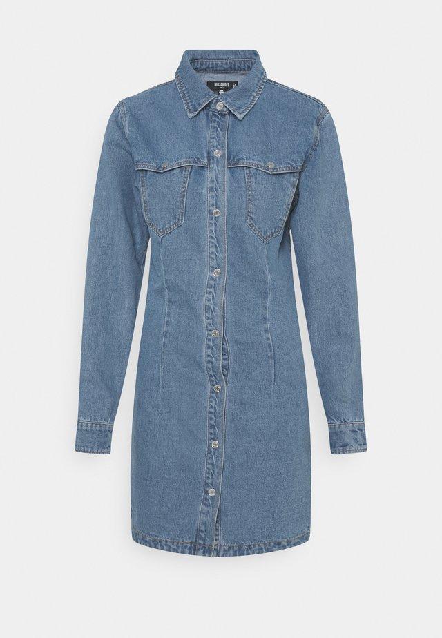 WESTERN YOKE DRESS - Denimové šaty - blue