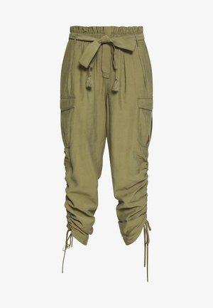 GUNNA PANTS - Pantaloni cargo - olive