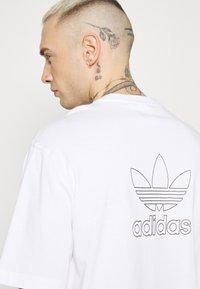 adidas Originals - TREFOIL TEE - Camiseta estampada - white/black - 4