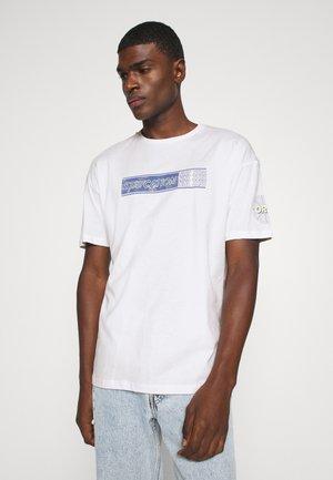 JORKNOCK TEE CREW NECK  - Printtipaita - white