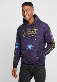 Levi's® - LEVI'S® X STAR WARS GRAPHIC PO HOODIE - Huppari - black - 0