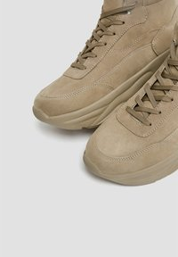 PULL&BEAR - High-top trainers - sand - 3