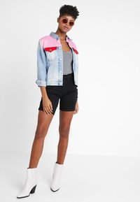 ONLY - ONLRAIN LIFE MID LONG - Denim shorts - black - 1