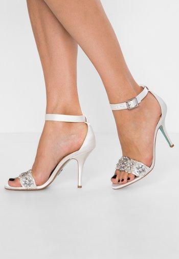 GINA - Sandalen met hoge hak - ivory