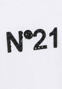 N°21 - Long sleeved top - white - 2