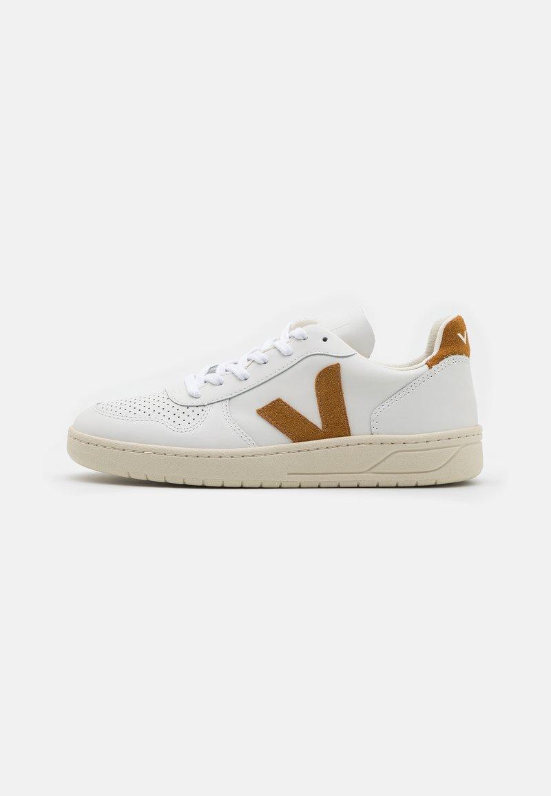 Veja - V-10 - Sneakers basse - extra white/camel