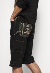 Versace Jeans Couture - COAL LAVEA  - Shorts - black - 3