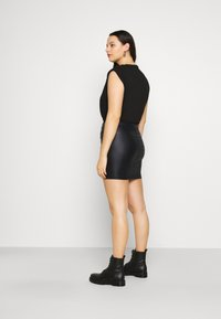 Missguided Plus - COATED DOUBLE POPPER SKIRT - Pencil skirt - black - 2