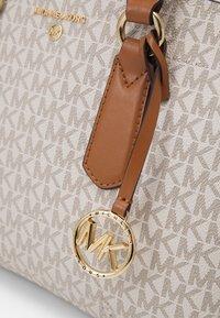MICHAEL Michael Kors - EMMA SATCHEL - Handbag - vanilla/acorn - 7