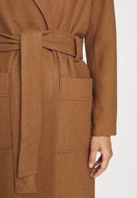JUST FEMALE - LEOLA COAT - Zimní kabát - walnut - 6
