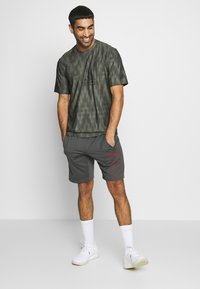 adidas Performance - CITY TEE - T-shirts med print - green - 1