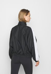Reebok - LINEAR LOGO JACKET - Veste de survêtement - black - 2