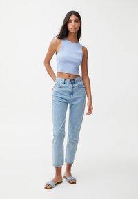 PULL&BEAR - MOM - Jeans Relaxed Fit - mottled light blue - 1
