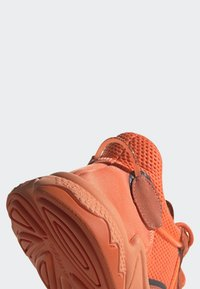adidas Originals - OZWEEGO SHOES - Trainers - orange - 7