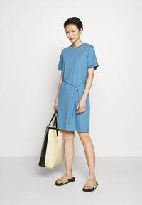 Filippa K - CREW NECK  DRESS - Žerzejové šaty - blue heaven - 1