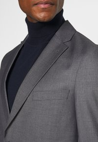 Isaac Dewhirst - UNSTRUCTURED DRAWCORD  - Completo - grey - 8