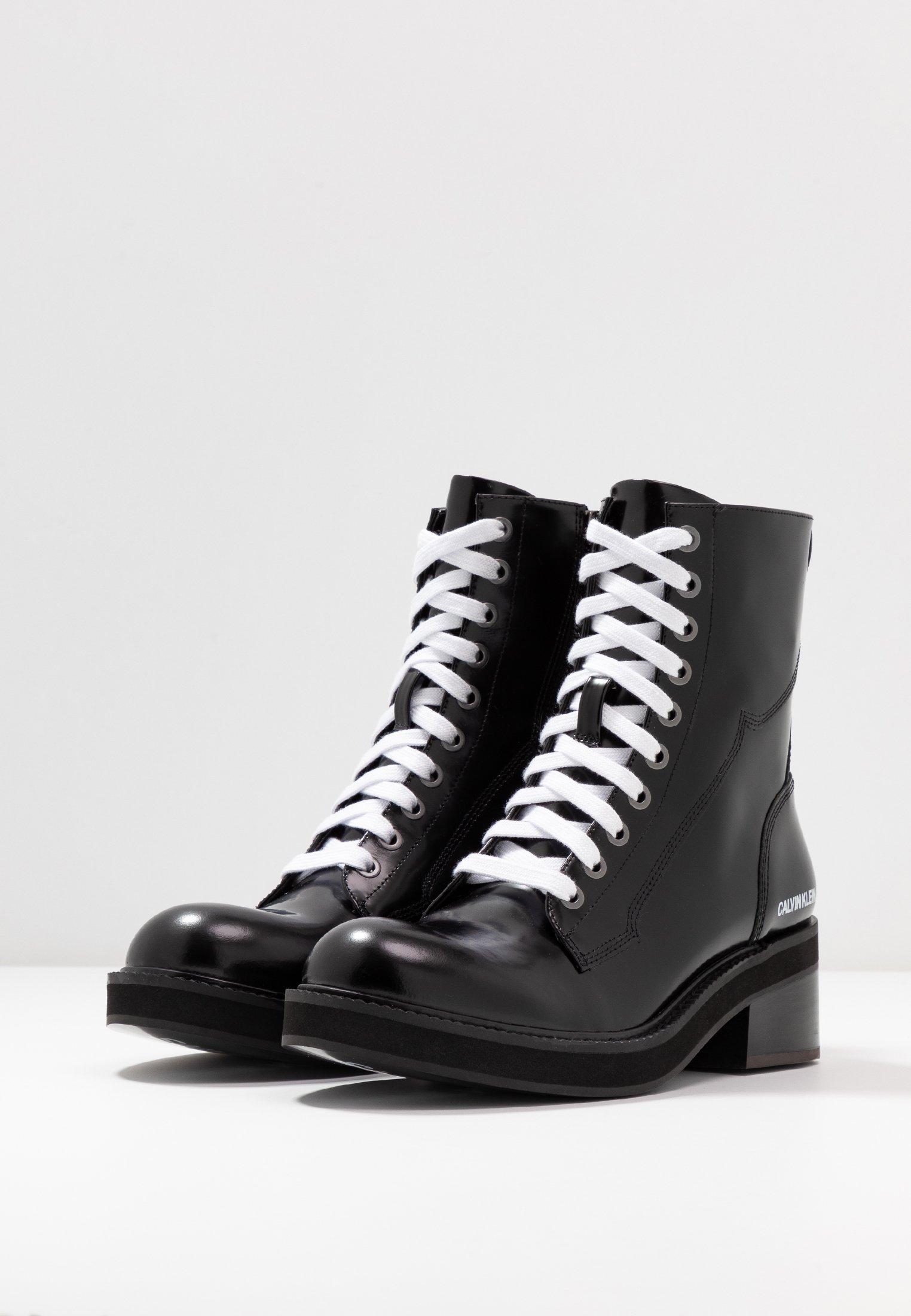 Acquista a buon mercato Scarpe da Donna Calvin Klein Jeans EBBA Stivaletti con plateau black