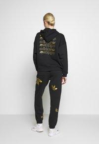 adidas Originals - LARGE LOGO PANT - Tracksuit bottoms - black/gold - 2