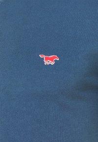 Mustang - AARON SERAFINO - Jednoduché triko - ensigne blue - 6