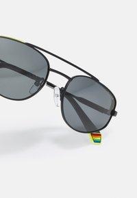 Polaroid - UNISEX - Sluneční brýle - black/grey - 4