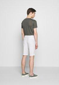 120% Lino - Shorts - stone soft fade - 2