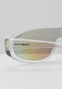 Arnette - Zonnebril - transparent/light grey/mirror blue - 2