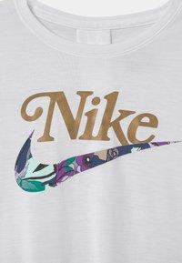 Nike Sportswear - STUDIO FLORAL SET - Print T-shirt - white/multi-coloured - 3