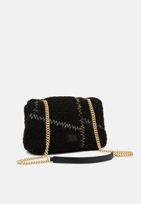 Pinko - LOVE CLASSIC PUFF FURRY CLECOMONTONE RICAMO PATCH - Across body bag - black - 2