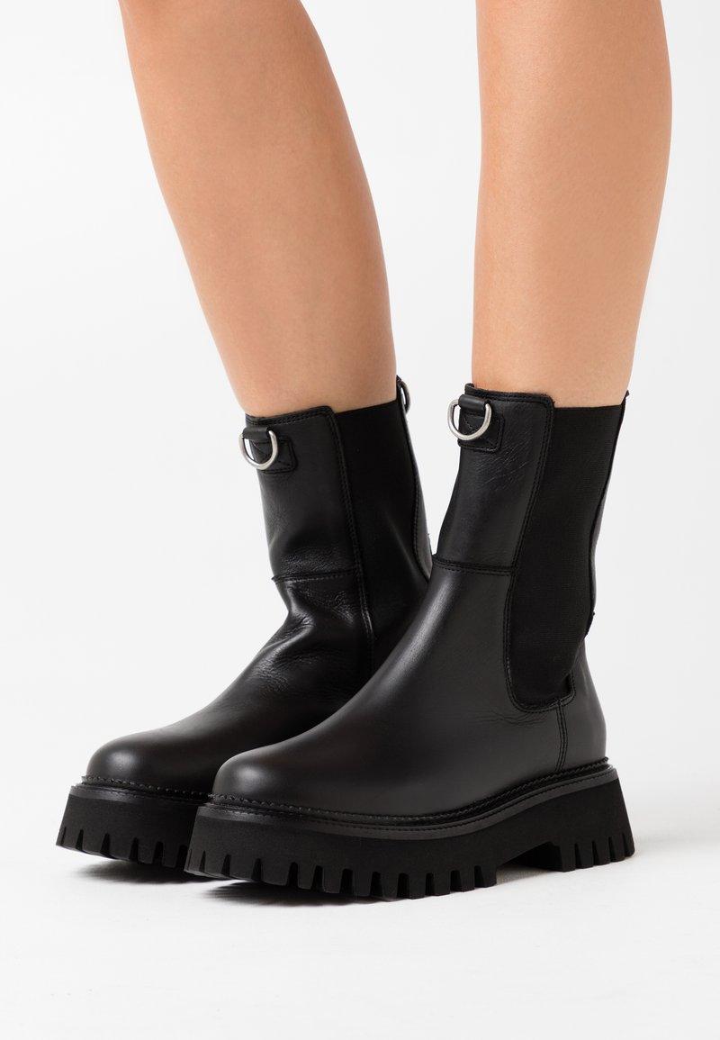 Bronx - GROOV-Y - Platform ankle boots - black