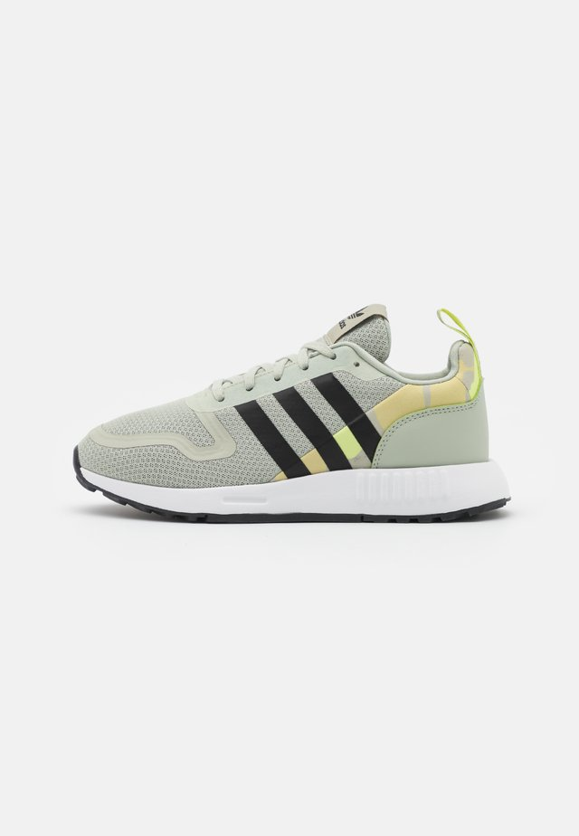 MULTIX UNISEX - Trainers - halo green/core black/halo gold