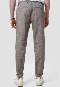 Zuitable - LEICHTE  - Trousers - braun - 2
