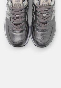 New Balance - WL574 - Sneakers basse - grey/black - 5