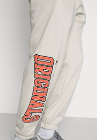 adidas Originals - SCRIPT PANT - Pantaloni sportivi - alumina - 4