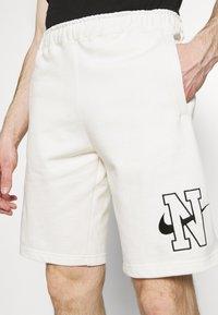 Nike Sportswear - RETRO  - Shorts - sail - 3