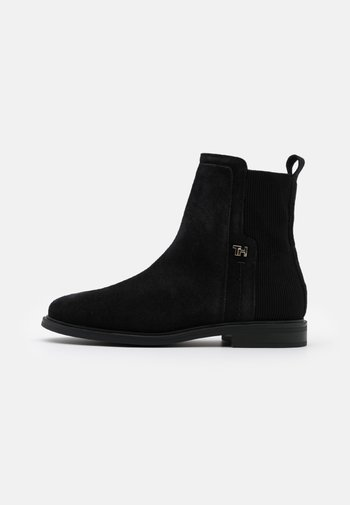 ESSENTIAL FLAT BOOT