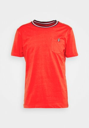 KARISTO - Print T-shirt - classic red