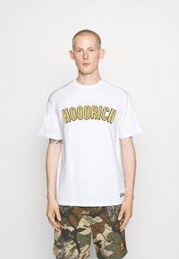 Hoodrich - DRIP - Print T-shirt - white/yellow - 0