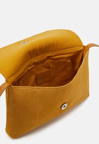 Even&Odd - LEATHER - Across body bag - mustard yellow - 2