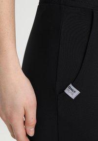 ONLY Play - ONPBAE TRAINING PANTS - Pantalones deportivos - black - 6