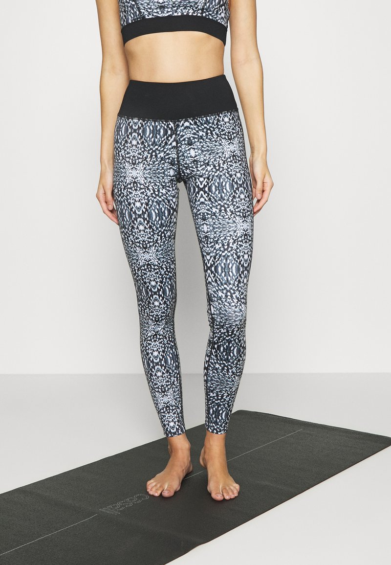 Wolf & Whistle - ABSTRACT PRINT LEGGINGS CORE - Leggings - blue